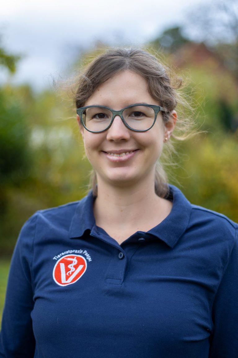 Dr. Julia Matena